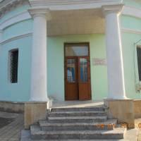 Вхід до церкви