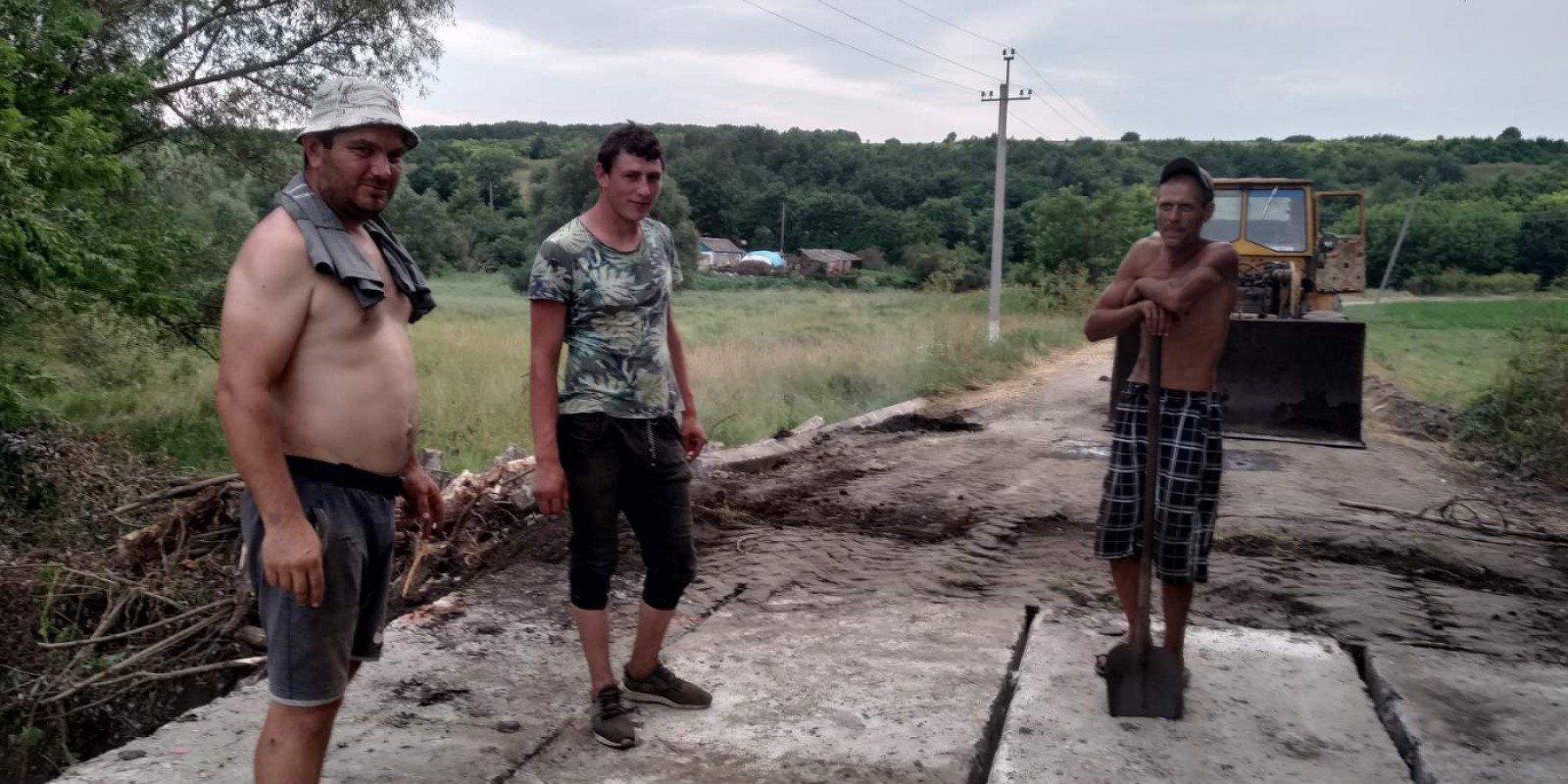 В селі Кричуново відремонтовані два містки по вул. Польовій та Олександрівській, які були зруйновані під час злив