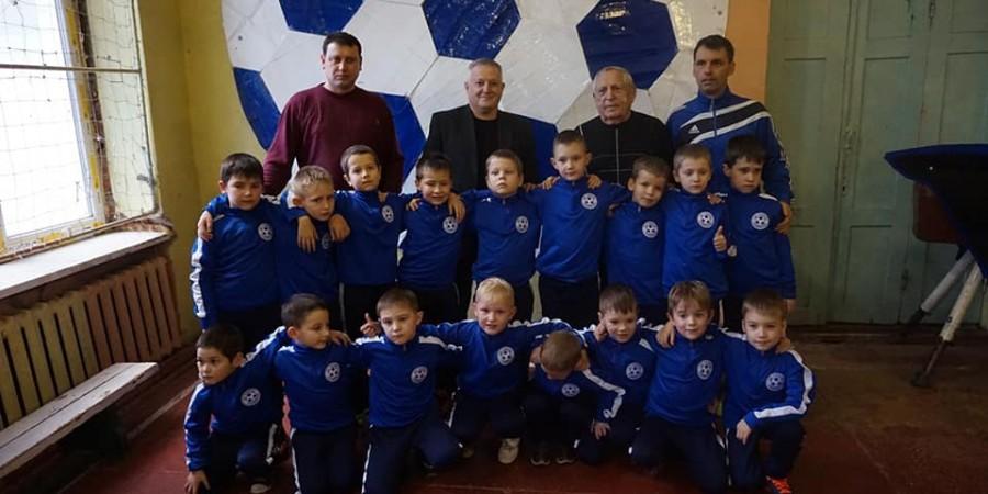 Голова Любашівської ОТГ Геннадій Павлов з подарунками завітав до вихованців футбольного клубу