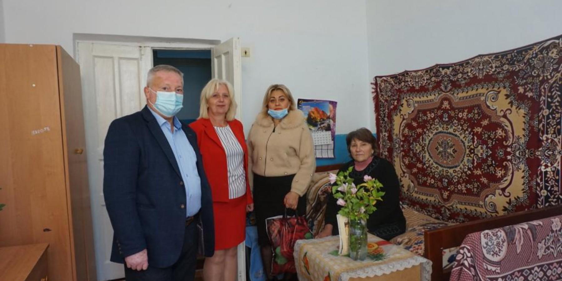 У Міжнародний день людей похилого віку відвідали Будинок Милосердя