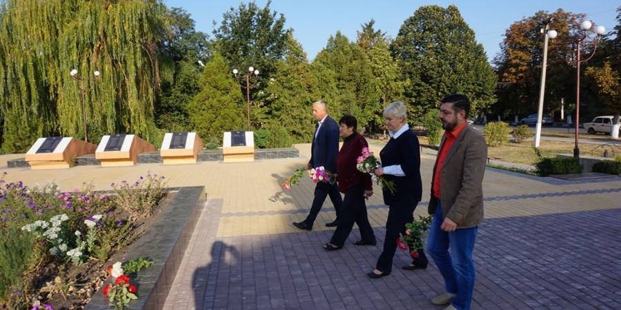22 вересня 2020 року з нагоди Дня партизанської слави в Любашівській селищній ОТГ здійснено покладання квітів до Меморіалу Слави.