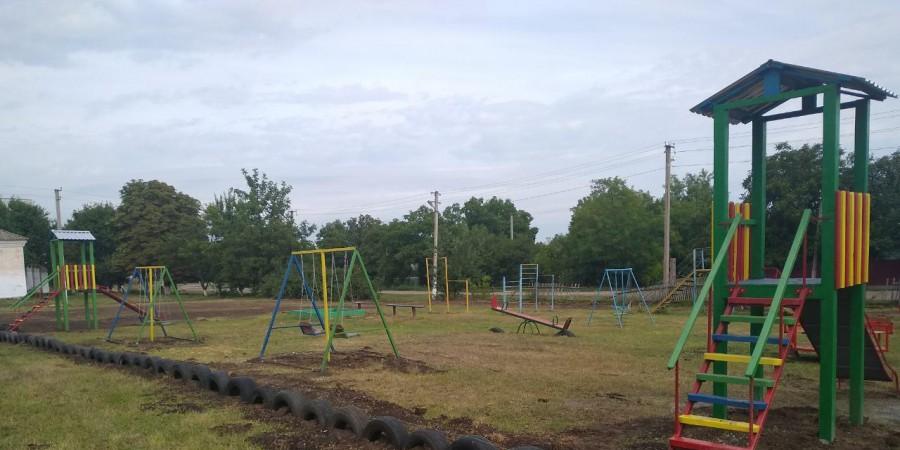В с. Іванівка Любашівської селищної ОТГ встановлено дитячий майданчик.