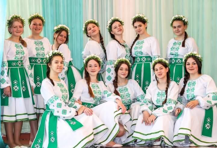 Перемога в обласному огляді-конкурсі української естрадної пісні «ЮНА ЗІРКА»