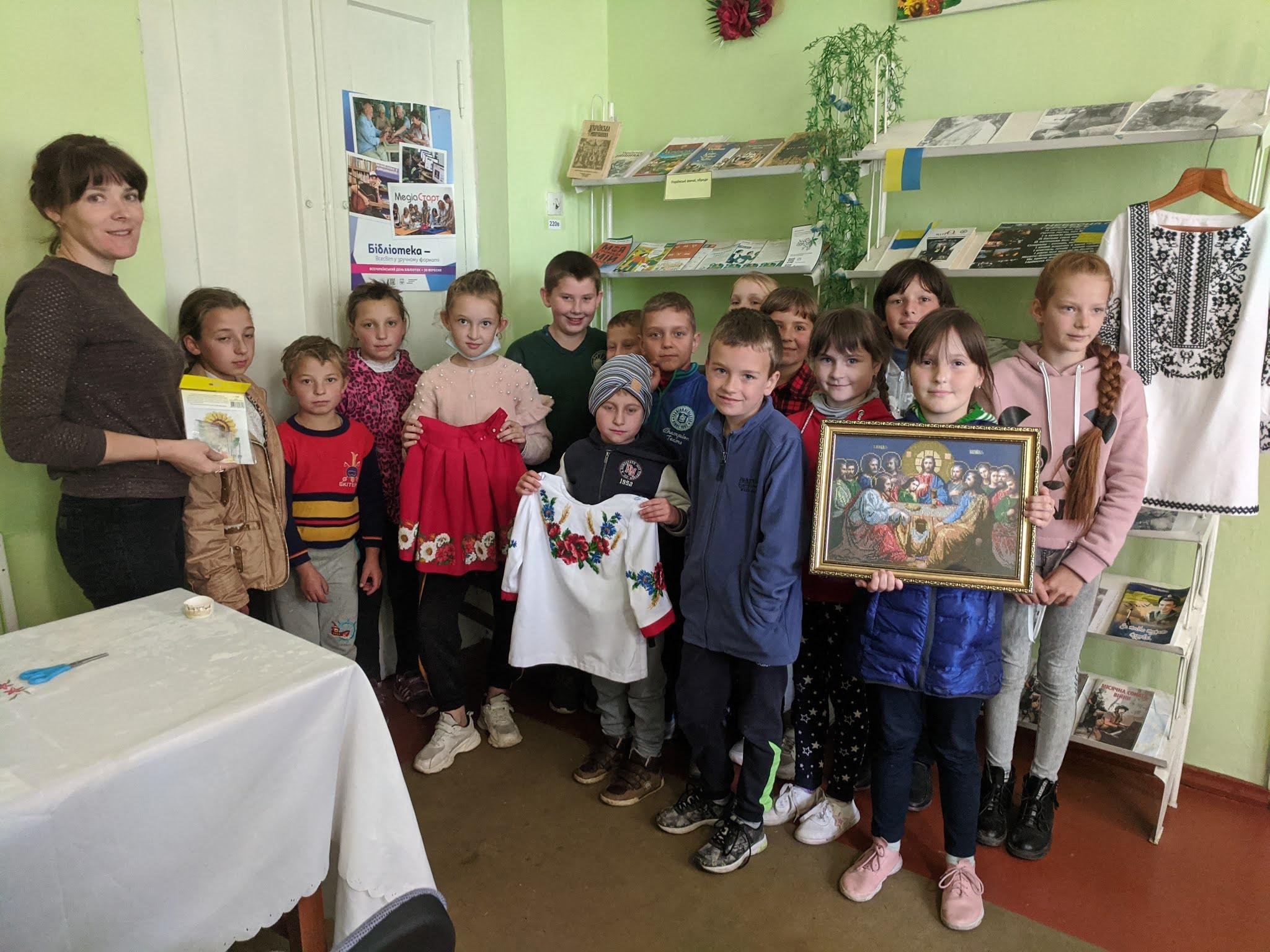 Діти з Рогізного стали волонтерами