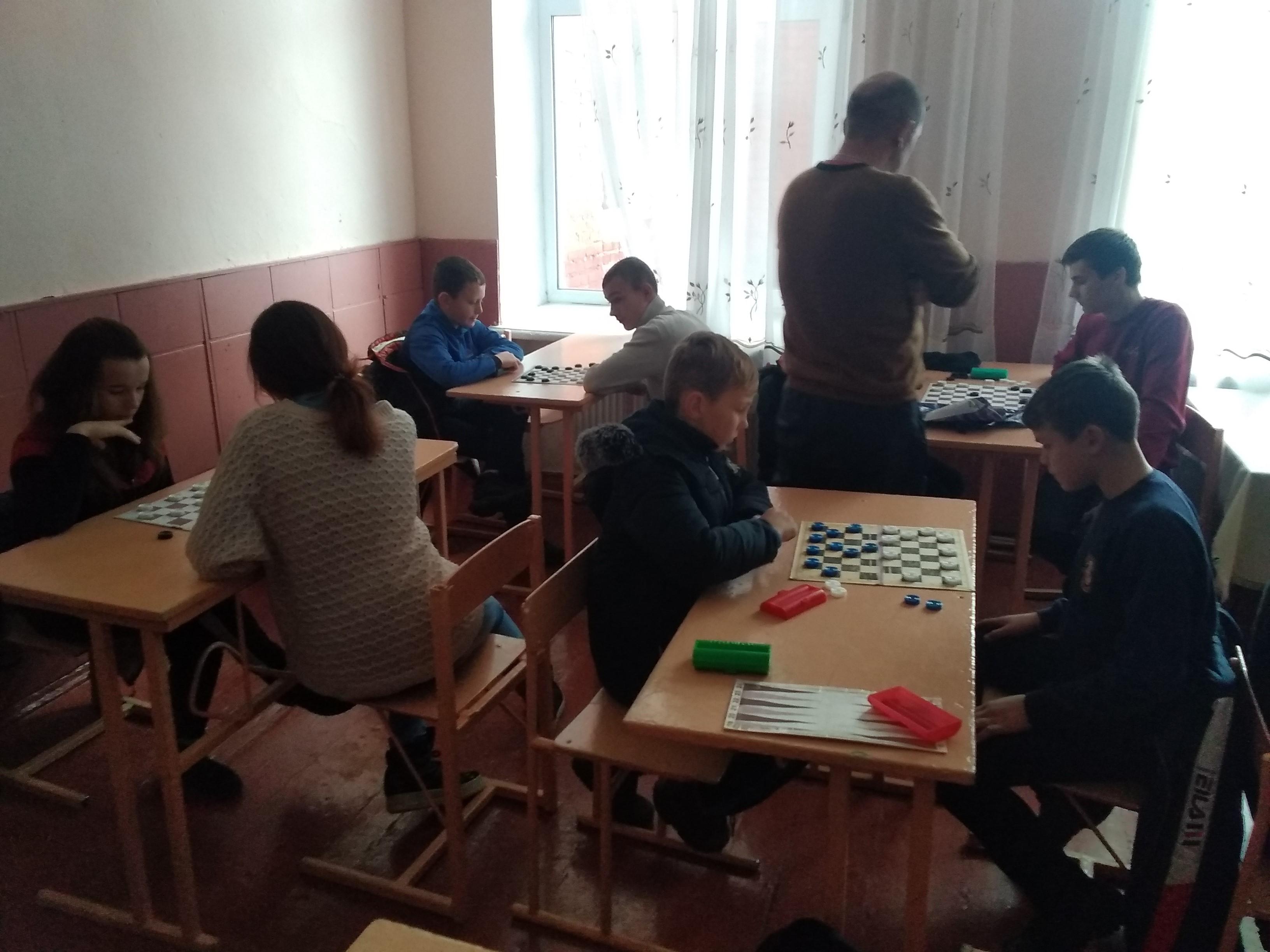 Відбувся III етап змагань з шахіві шашок.