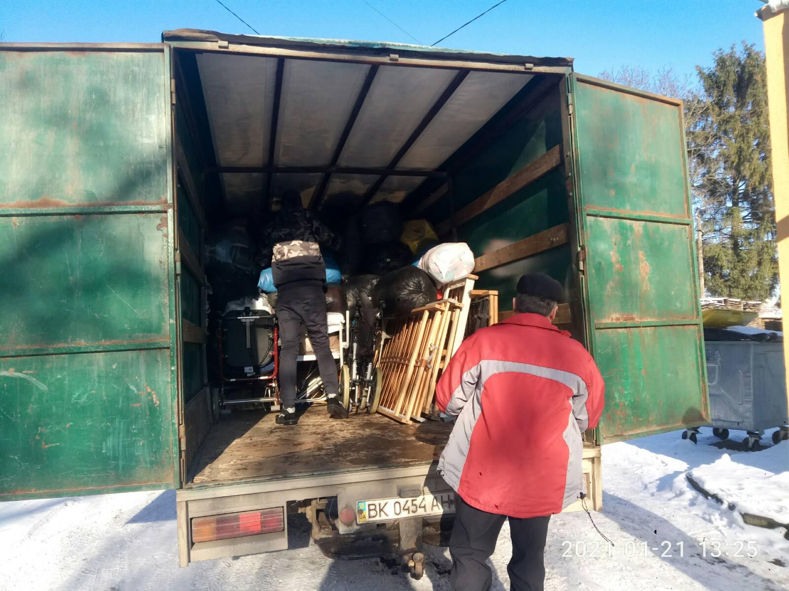 Гуманітарну допомогу отримали соціально незахищена категорія населення Демидівської селищної ради