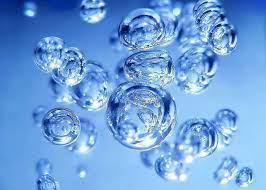 Який орган видає дозвіл на спеціальне водокористування та затверджує ліміти використання води?