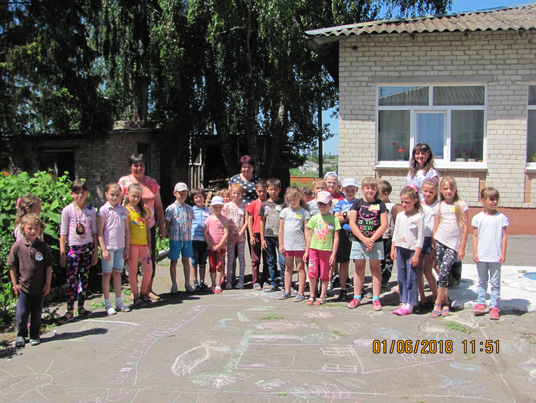 """В Рогізненській початковій школі відбулося відкриття пришкільного табору """"Ромашка""""."""