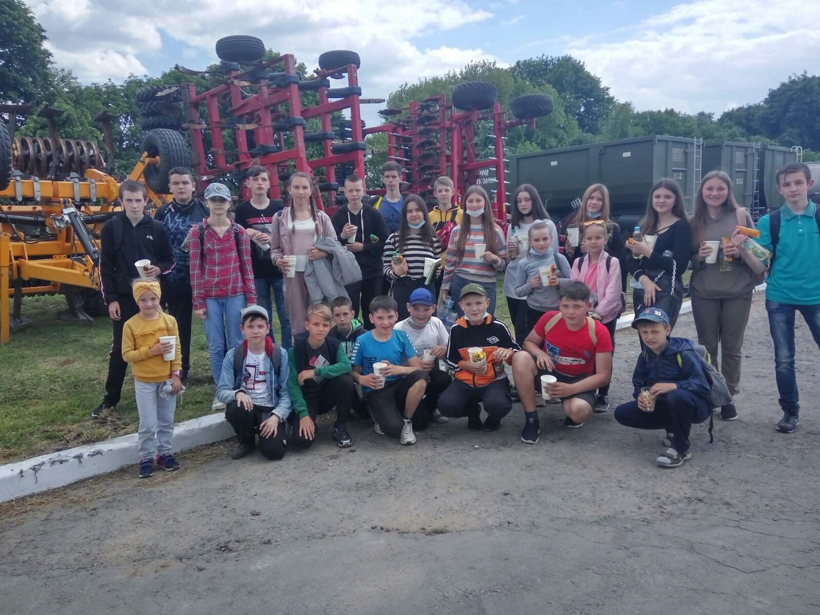 Діти Демидівської громади відвідали технічну дільницю аграрного підприємства «ВОЛИНЬ НОВА»