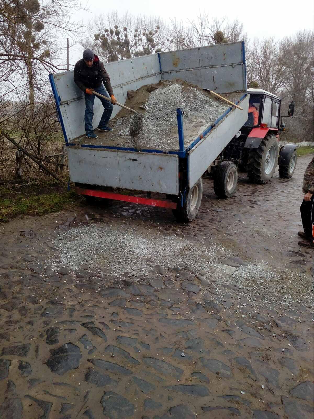 Проведено ямковий ремонт в селі Перекалі