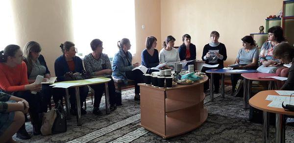 Засідання круглого столу за участі вчителів, асистентів вчителів та психологів.