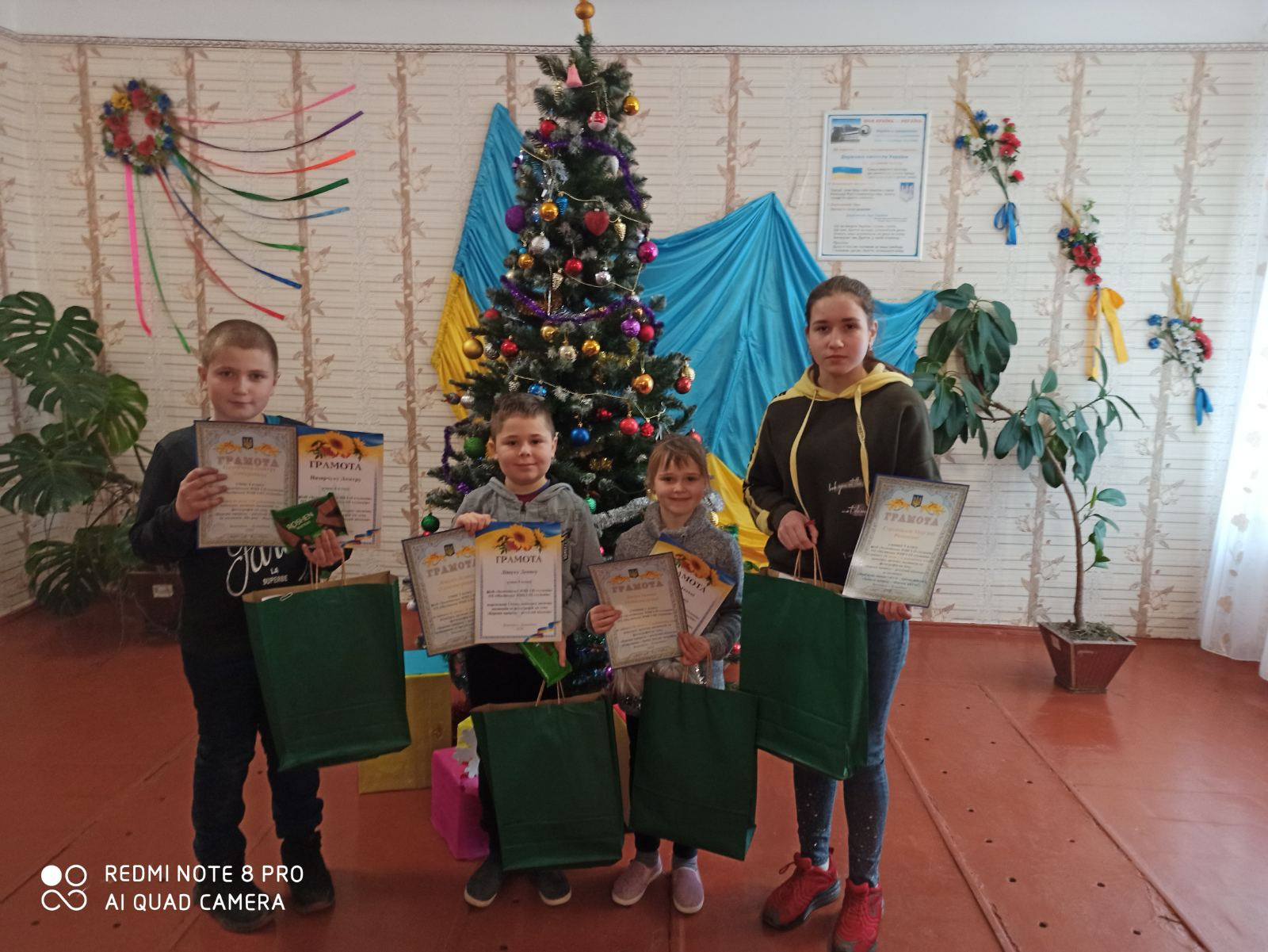 У громадах-учасниках проєкту нагороджено переможців конкурсу дитячих малюнків та фотографій «Бережи природу – розділяй відходи»