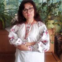 Зубчук Алла В'ячеславівна у вишиванці двоюрідної сестри прабабусі Марії Стельмащук