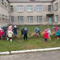 Діти на прогулянці ДНЗ