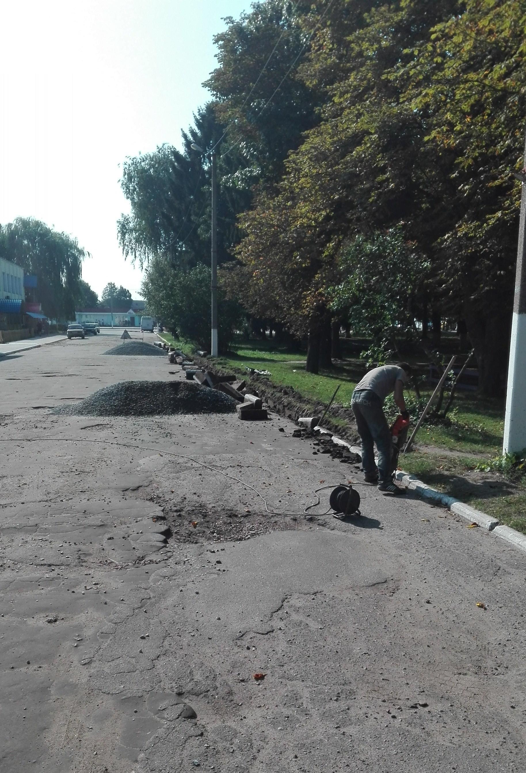 У Ямполі почали ремонт дороги на бульварі