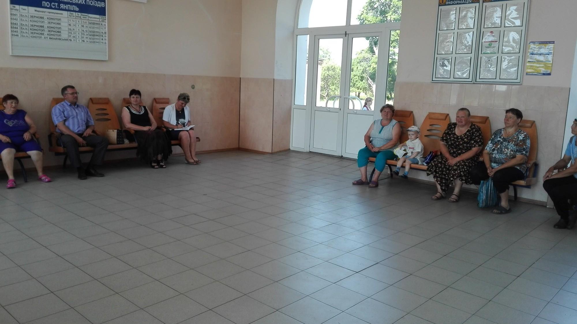 У невеликому селищі Привокзальному на виїзному засіданні обговорювались важливі питання