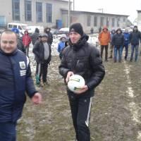 Вручення футбольних мячів командам головою Гусятинської районної федерації футболу В. Будзінським