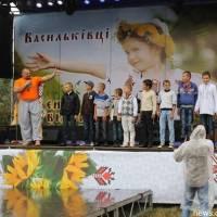 Виступ В. Вірастюка на святі Вишиванки у с. Васильківці 2012 р.