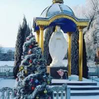 Фігура Божої Матері при в''їзді в с. Настасів