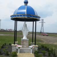 Фігура Божої Матері при в\'їзді в село Настасів