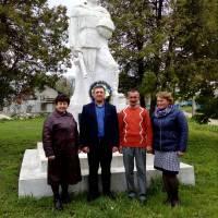 Покладення квітів до  пам'ятника воїнам-односельцям, полеглим у німецько-радянській війні с.Голотки