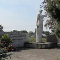 памятник загиблим воїнам у другій світовій війні в с. Іванівка