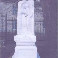 с.Дубівці. Кам'яна фігура споруджена в1897 році «На честь і хвалу Божу» Анастасією Каплун.