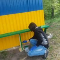Фарбування лави запасних на стадіоні