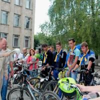 Отець Василь Германюк покропив свяченою водою учасників акції.
