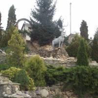 Ландшафтний дизайн при в'їзді до комплексу «Тридев'яте царство»