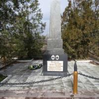 Могила Героя Радянського Союзу капітана Шестакова М.Д., ст. сержанта Перепелиці і 2 невідомих воїнів в с. Шестакове