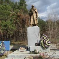 Братська могила в с. Зарічне