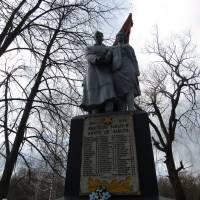 Брвтська могила на кладовищі в смт Старий Салтів