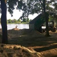 Завершено завезення піску до парку відпочинку
