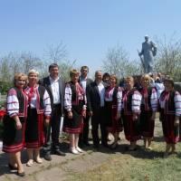 Ансамбль «Зорецвіт» на заході, присвяченому Дню Пам'яті  (7 травня 2017 року) з керівництвом Горностаївського району (Соломки)