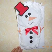 Назва роботи: «Веселий сніговик» Виконавець: Харченко Вікторія,  учениця  Надеждівської ЗОШ І – ІІІ ступенів