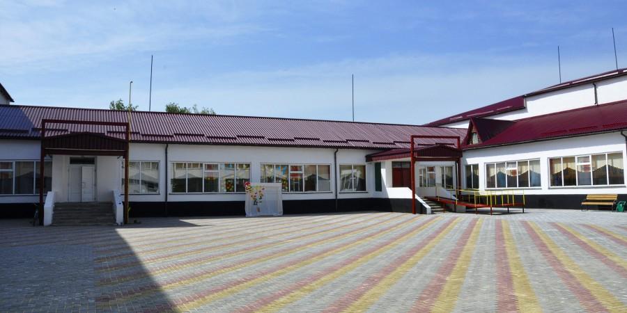 Капітальний ремонт дворика Білогірської школи