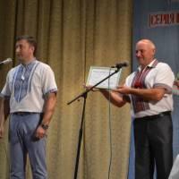 Народний депутат Україти С.П. Лабазюк та староста села П.М. Білий