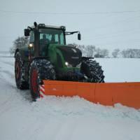 Задля комфортного  проїзду дорогами сіл здійснюється постійне розчищення  доріг від снігу.