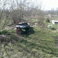 Сміття на кладовищі (1)