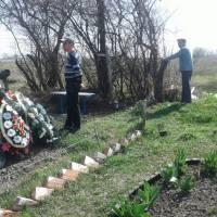 Сміття на кладовищі (22)