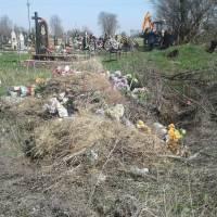 Сміття на кладовищі (6)