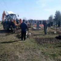 Прибирання кладовища (10)
