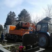 Прибирання кладовища (9)