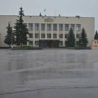 Злива на центральній площі селища