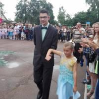 Йдуть випускники...Махній- Дерев'янко Олександр