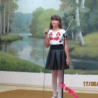 солістки Іванівського БК на районному естрадному конкурсі молодих виконавців «Твій шанс»