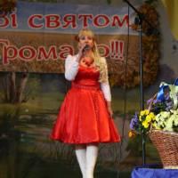 Начальник відділу культури Ірина Дубик відкриває концерт віршем