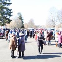 Жителі громади на ярмарковій площі