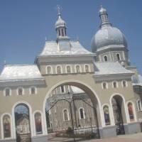 Вхід до Світо Дмитрівської церкви с Їжівці